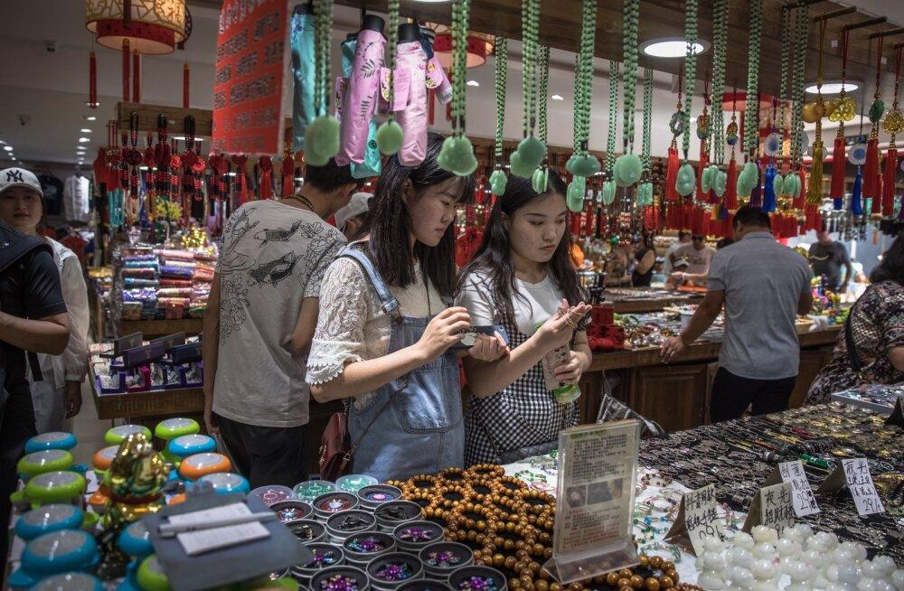 Hiinlased Pekingis Wangfujingi kaubandusala külastamas.