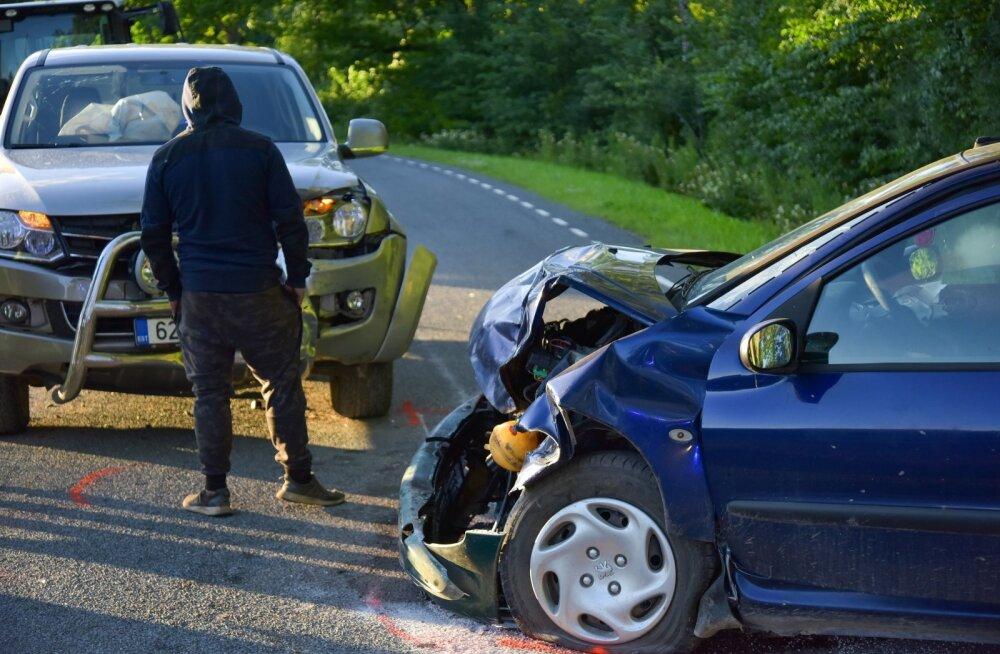 Viljandimaal põhjustas joobes ja lubadeta juht avarii