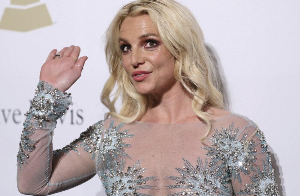 Britney Spears kohtule: isa sundis mind psühhiaatriakliinikusse