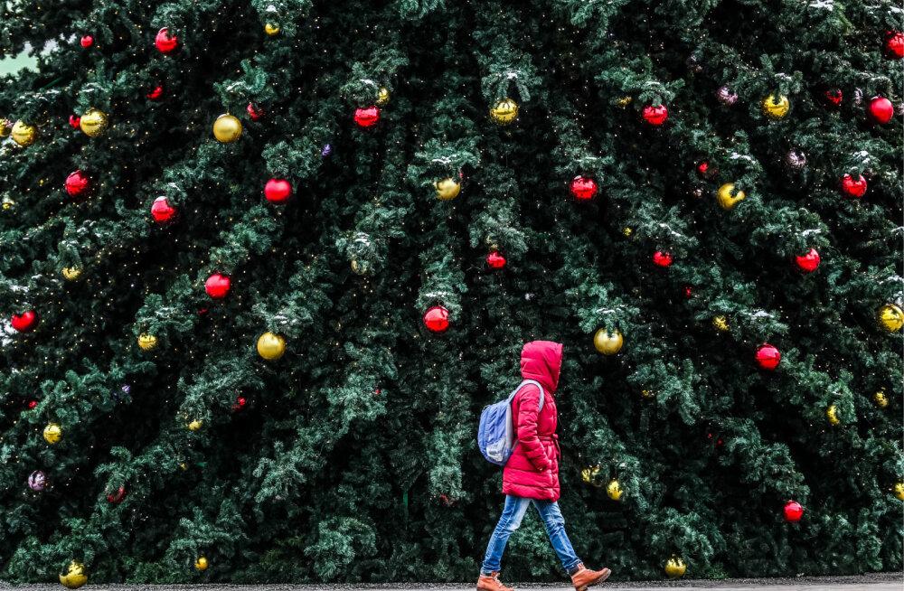 ФОТО. Елки, рынки и миллионы огней: смотрите, как европейские столицы подготовились к Рождеству