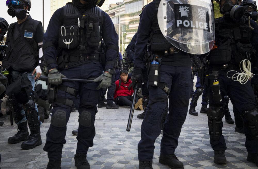 Hongkongi protestijad naasid tänavatele: politsei lasi käiku pisargaasi