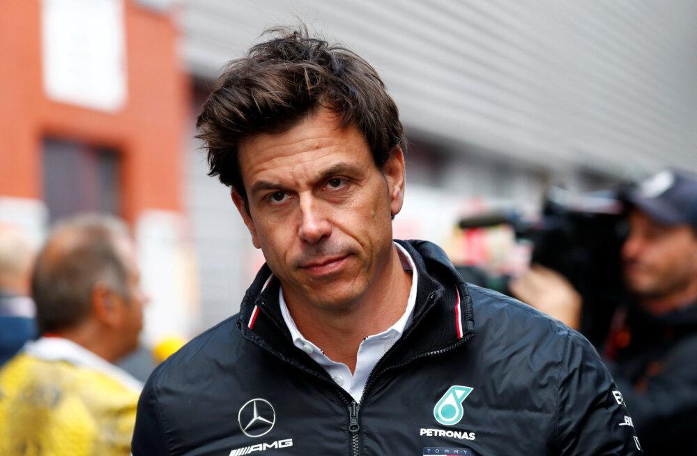 Mercedese bossi huvitav idee: iga tiim võiks starti panna kolm autot
