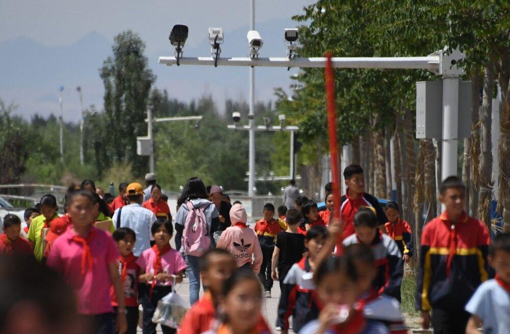 SUUR LUGU | Hiina jälgimisühiskonna uus etapp: turistide telefonidest leiti nuhkur-äpp