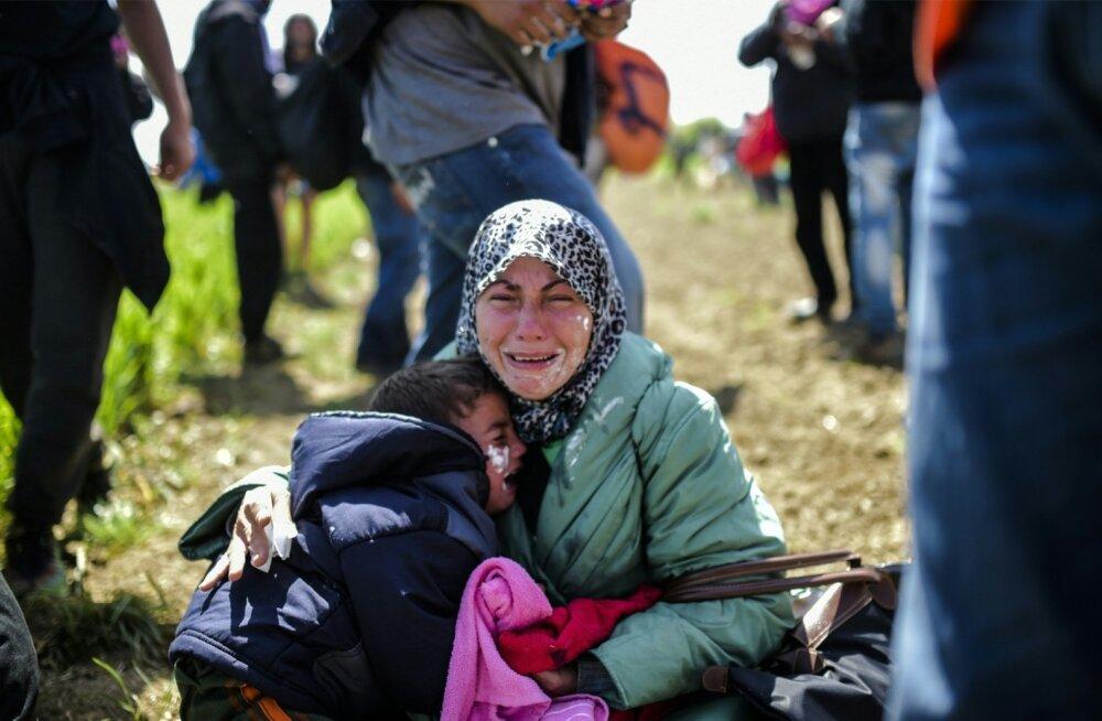 Kreeka hakkab Makedoonia piiril sisserändajate laagrit laiali ajama