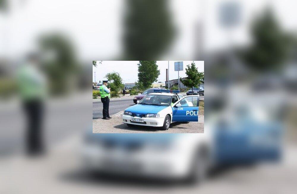 Liikluspolitsei kiirust mõõtmas