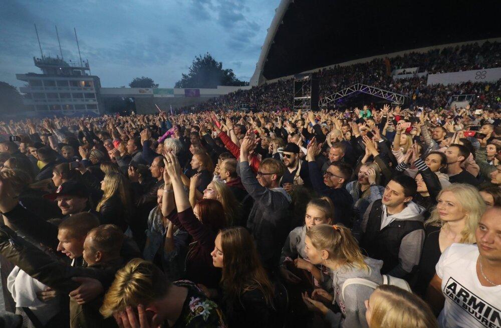 FOTOD   Võimas! Õllesummeri 2. päev ja Armin van Buuren tõid vihmase ilma kiuste lauluväljaku puupüsti rahvast täis