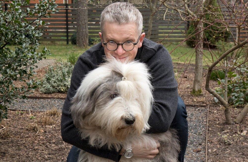 Janek Mäggi koos koer Eleiusega päev enne Austraaliasse lendamist.