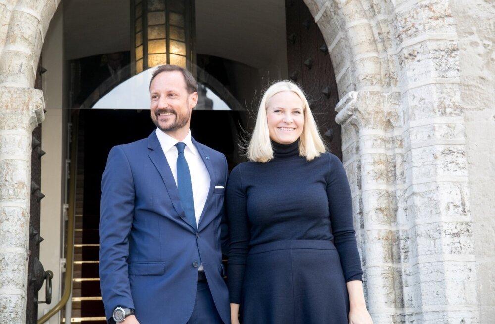 Norra kroonprints Haakon ja kroonprintsess Mette-Marit vanalinnas