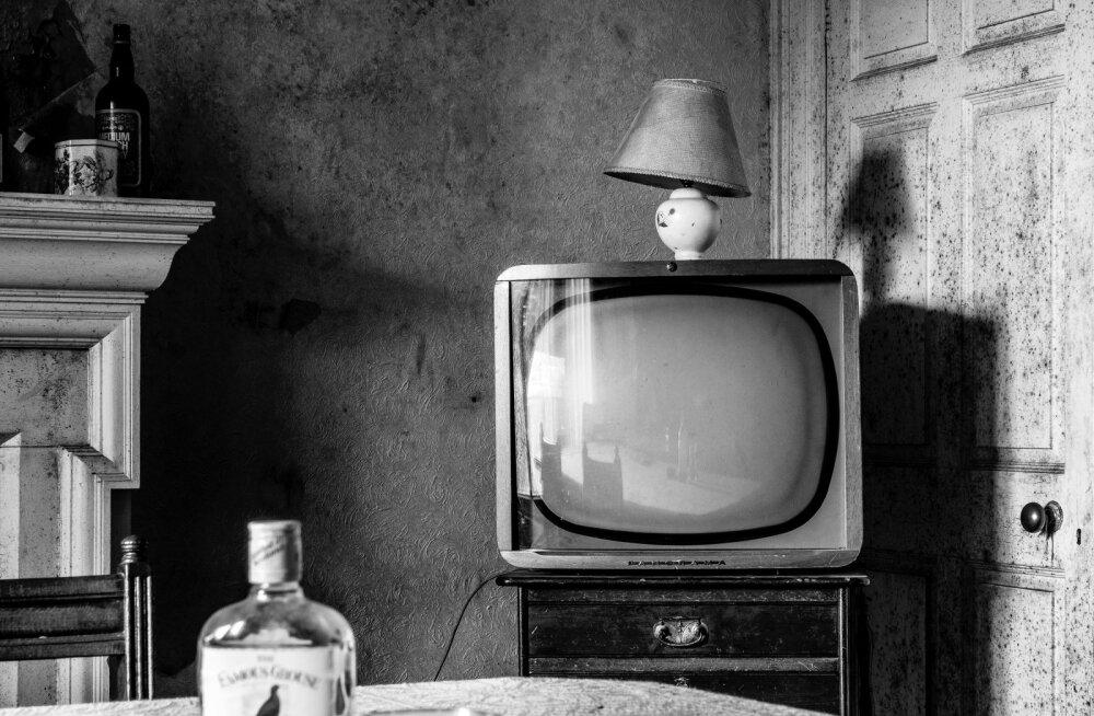 Hirmunud lugeja: kuulen kodus iga päev samme, kuigi kedagi ei ole ja telekas hakkab aeg-ajalt ise tööle