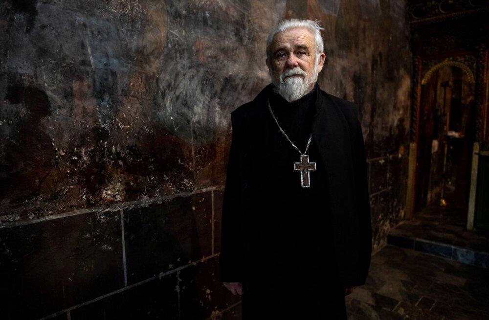 Uskumatu karjäärimuutus! Endine preester naudib elu pornostaarina täiel rinnal