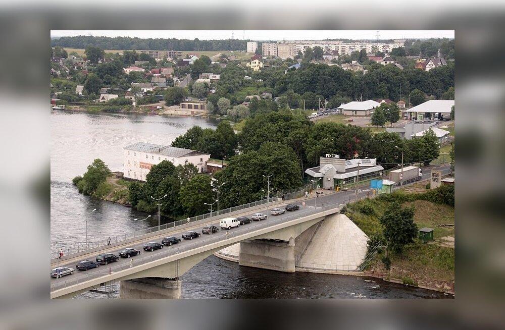 Жестокий удар на границе: из России до Нарвы — не более 5-7 литров бензина!