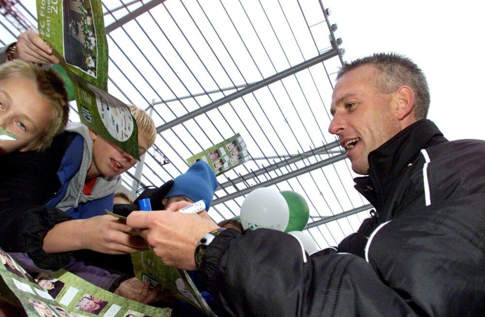 Meenutus 2001. aastast. Kas Flora fännidel avaneb jälle võimalus Arno Pijpersilt pärast meistritiitli võitu autogrammi paluda?