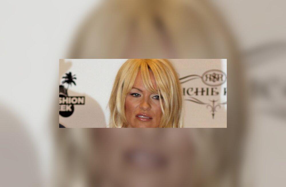 PILDID: Pamela Anderson pettis end parukaga ilusamaks!