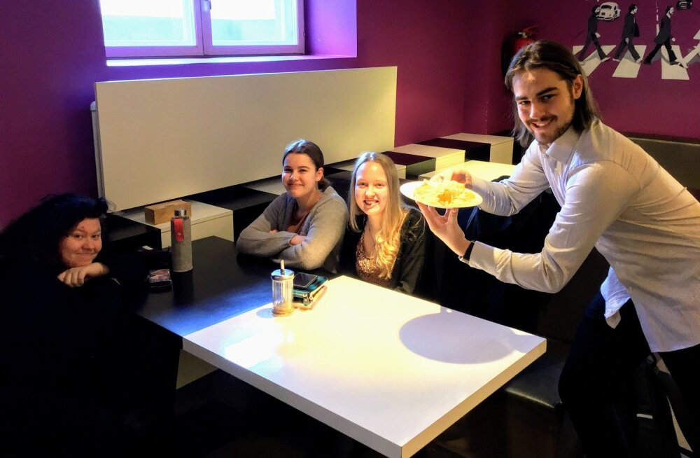 Koolikohvikus panevad Eesti Laulu nii-öelda paika Tartu Heino Elleri nimelise muusikakooli õpilased Claudia, Emma, Helina ja Kristjan.