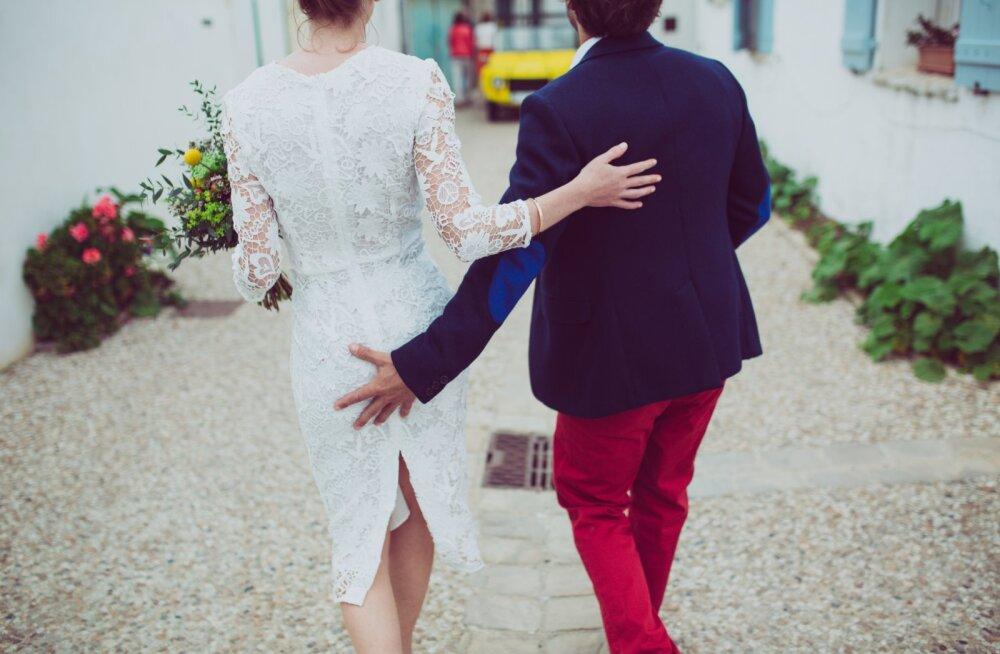 Endast noorema mehega abielluvad naised võivad surra varem
