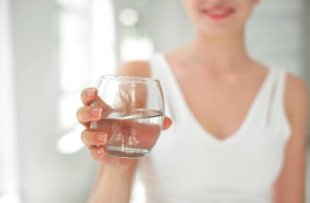 FOTOD | Vaata, mis juhtub sinu näoga, kui jood kuu aega ainult vett