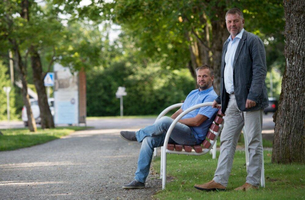 Hiiumaa ettevõtjate liidu juht Tanel Malk (vasakul) ja maavanem Riho Rahuoja suhtuvad saare tulevikku optimistlikult.