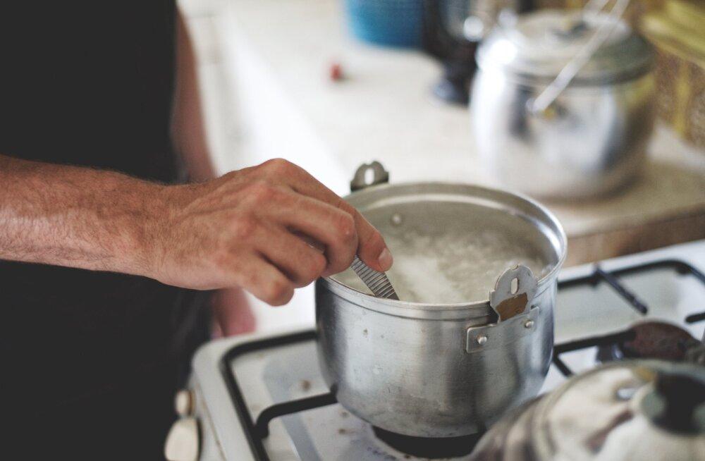 Kõige nutikamad kööginipid: millal lisada kartuli keeduveele sool ja kuidas hoida leiba kauem värskena?