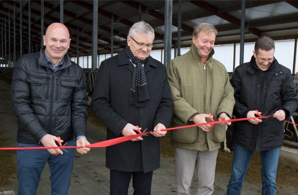 Kaiu farmi uue laudakompleksi avamine. Pildil on Kaiu farmi investeerinud Peter Ingman, maaeluminister Tarmo Tamm, Trigon Capitali juhatuse liige Joakim Helenius ja tegevjuht Margus Muld.