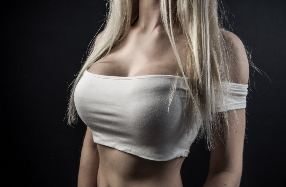 Suured rinnad ei ole alati lust ja lillepidu! On üks tegevus, mida selliste rindadega naistel on raske teha
