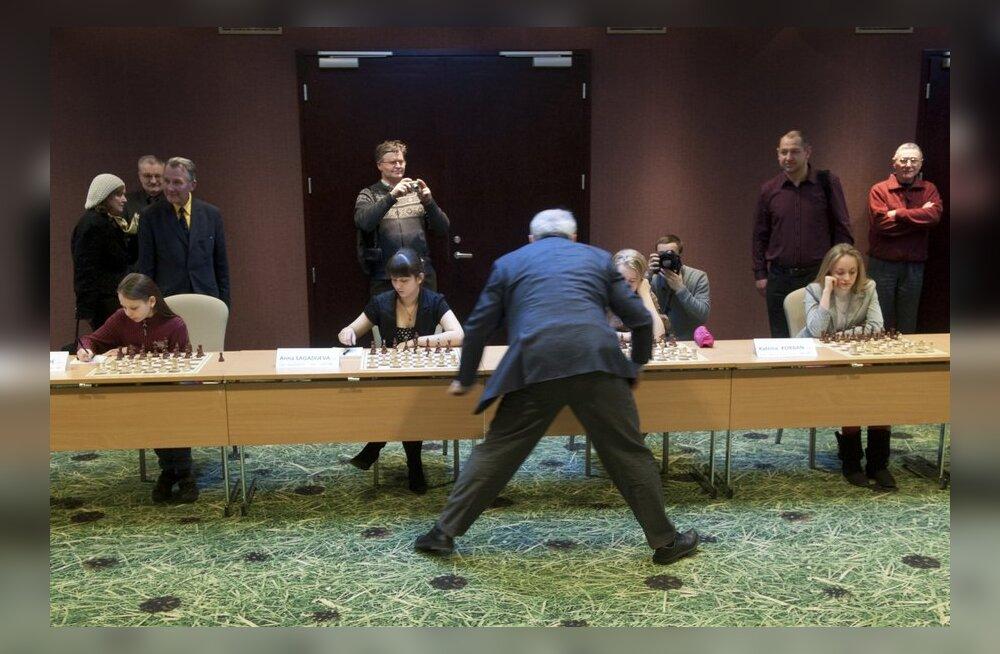 Garri Kasparov andis Eesti lastele simultaani