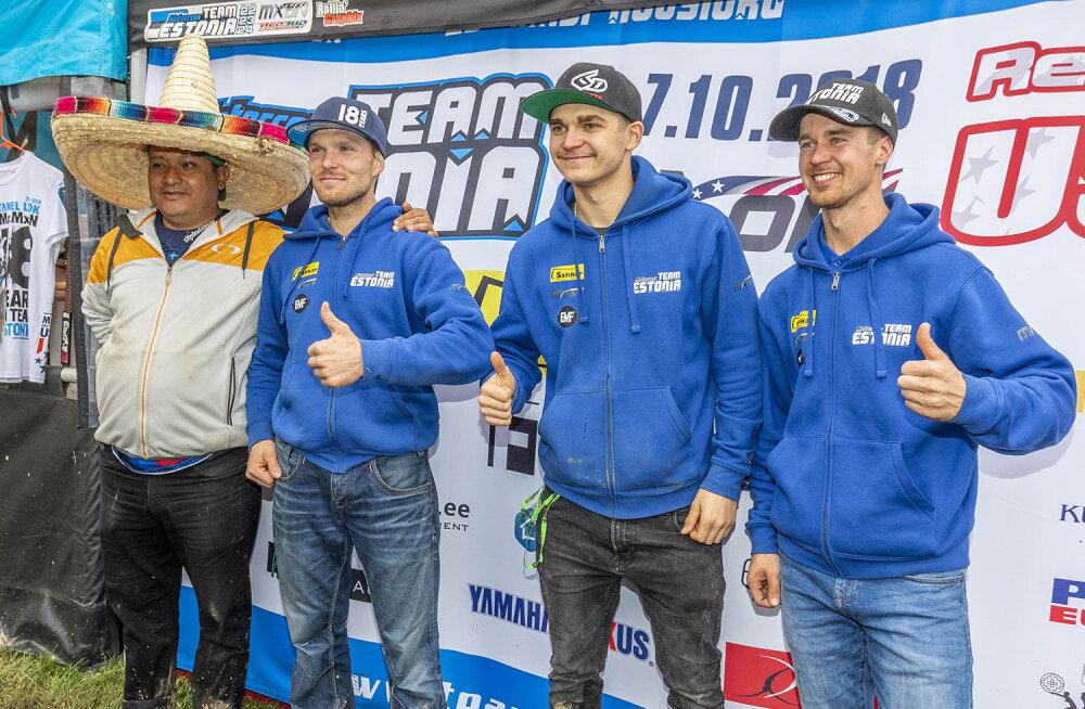 Eesti koondis USAs Mehhiko fänniga, (paremalt) Harri Kullas, Hardi Roosiorg ja Tanel Leok.