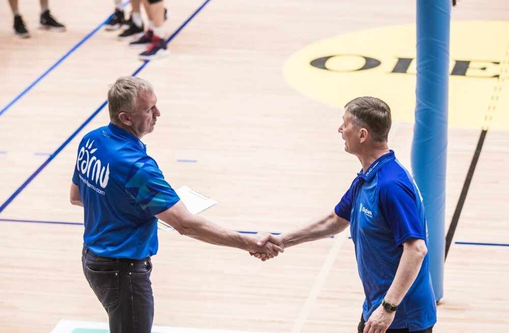 Avo Keele ja Andrei Ojametsa mängujärgne käesurumine. Eesti meistrivõistluste finaalis on nad ennegi kohtunud, Keel on võitnud kaks (2010, 2015) ja Ojamets ühe korra (2014).