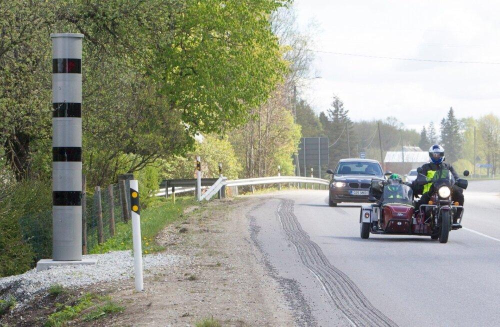 Едешь 87 км/ч — уступи дорогу тому, кто едет с максимально разрешенной скоростью!