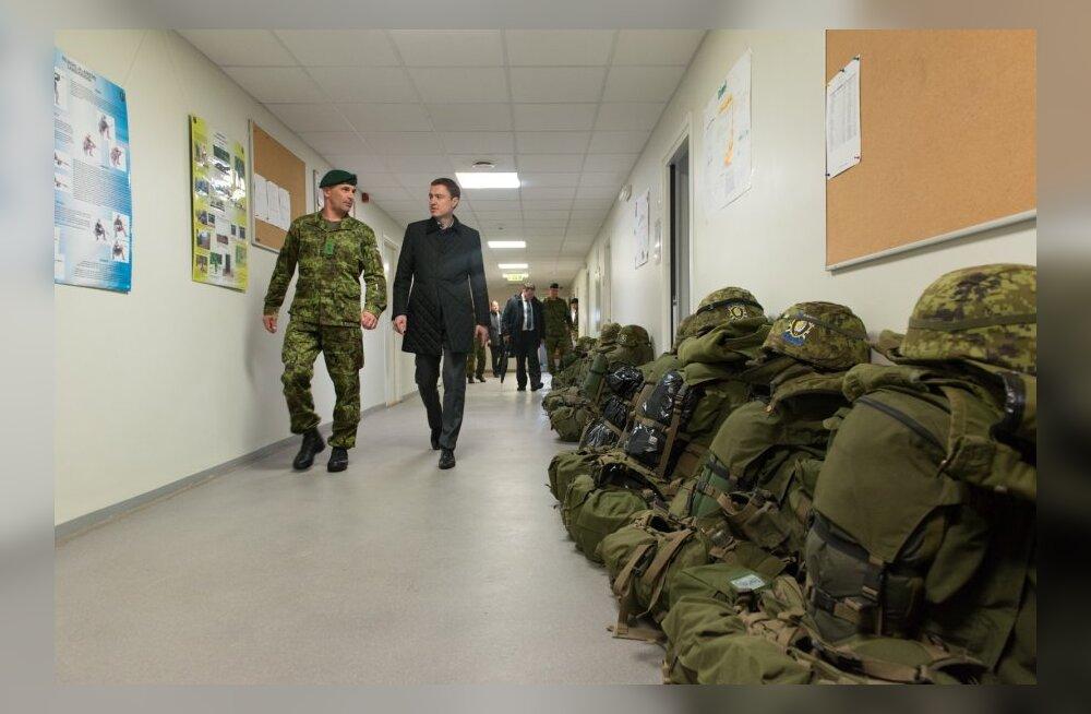 jalaväepataljoni ülem, kolonelleitnant Eero Kinnunen ja peaminister Taavi Rõivas Viru jalaväepataljoni kasarmus