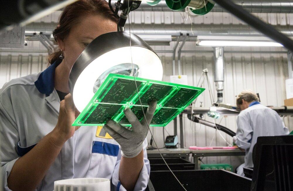 Kuigi Ouman Estonias on palju investeeritud tarkadesse robotliinidesse, on seal hulk töid, mida peab tegema või kontrollima inimene. Nii annab ettevõte tööd 170 inimesele.