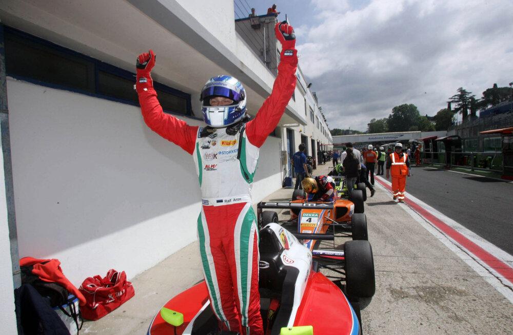Ralf Aron tõusis kahe võiduga Itaalia F4 meistrisarja liidriks