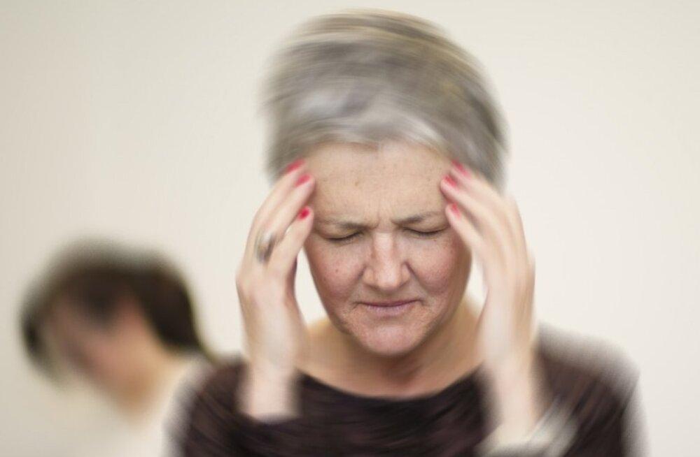 Peapööritus võib esineda ägeda hoona või olla kroonilise kulu ja tagasihoidlike nähtudega.