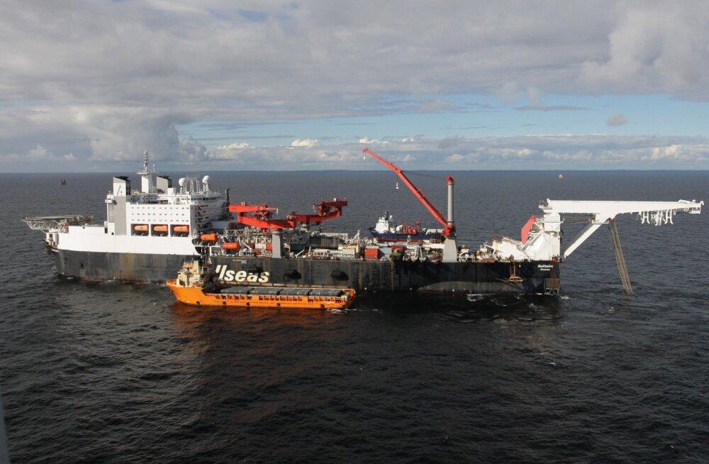 """Строительное судно """"Северного потока — 2"""" шириной в три футбольных поля стоит в порту Мууга"""