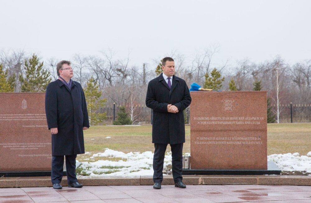 ФОТО: Ратас открыл в Казахстане мемориальный камень, посвященный политзаключенным, и посетил село с эстонскими корнями