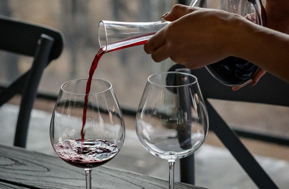 Kui ka sina armastad õhtuid mööda saata klaasi veini seltsis, siis teeme selgeks, miks sa sellest kindlasti loobuma peaksid