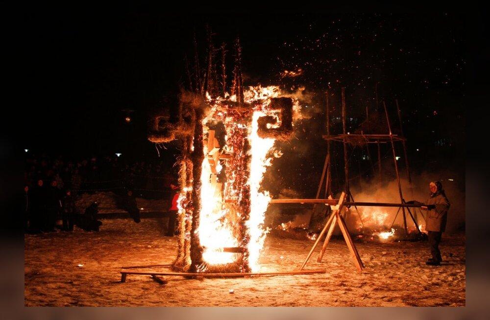 VIDEO JA FOTOD: Snelli tiigi ääres lõõmasid tuleskulptuurid