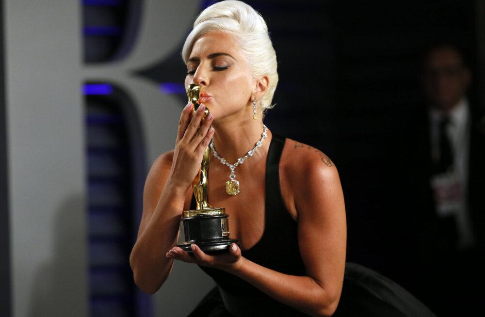 Lady Gaga: ma olen pealaest varbaotsteni krooniliselt valudes