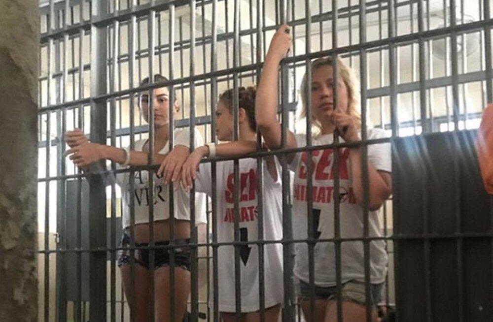 Настя Рыбка и ее секс-тренер Алекс Лесли в тайской тюрьме. В чем они виноваты?