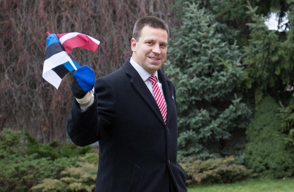 Vabariigi Valitsuse liikmed laulsid Läti hümni.
