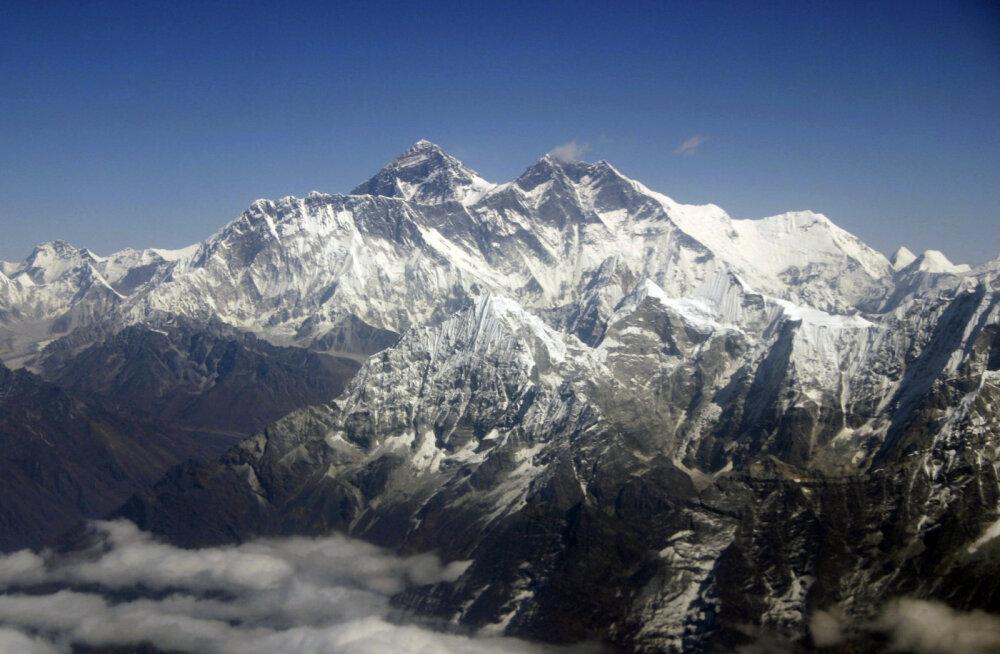 Austraalia mägironija püstitas täna Džomolungma tippu jõudes uue maailmarekordi