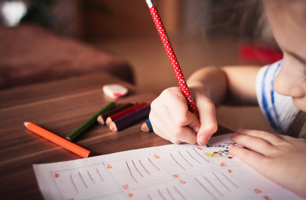 Почему не надо делать уроки с ребенком: 5 причин
