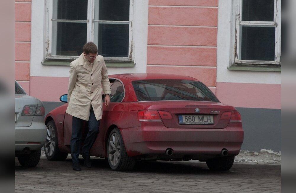 FOTOD: Vaata, milliste autodega riigikogulased tööle tulid