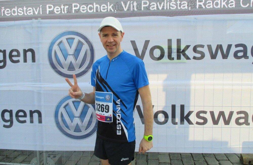 Lapsena napilt jalgade amputeerimisest pääsenud Olev Vahemaa jookseb maratone