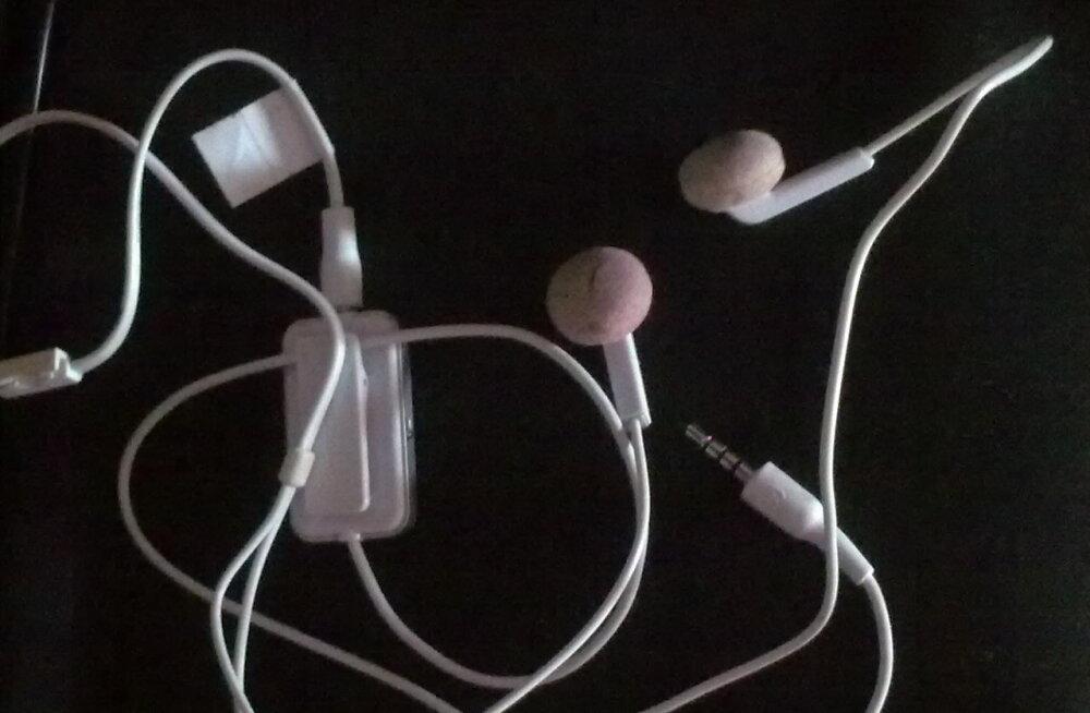 Nooruk hukkus, kui sai kõrvaklappidelt elektrilöögi