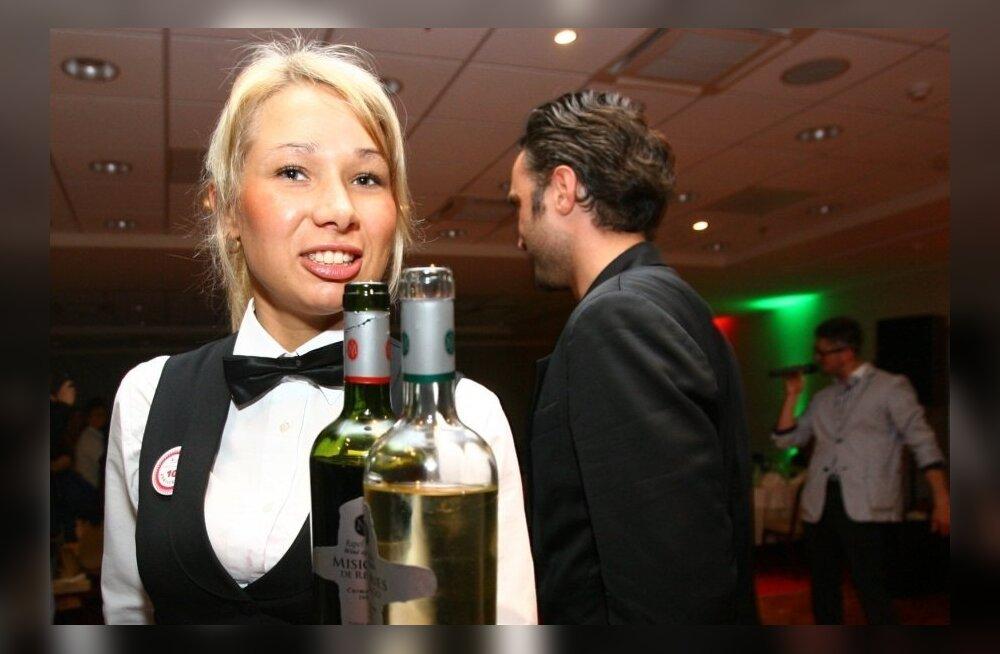 Прижимистость финнов вынуждает рестораторов самолично платить работникам чаевые