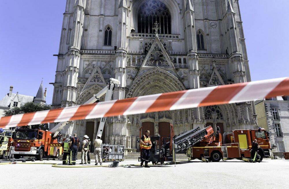 Võimud pidasid Prantsuse Nantes´i katedraali tulekahjuga seoses kinni Rwanda põgeniku