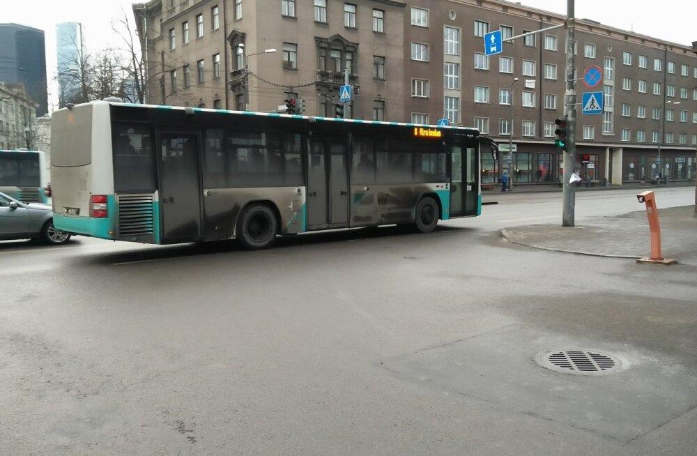 Päev liikluses: Tartus sai autolt löögi 8-aastane laps, Tallinnas sai äkkpidurdust teinud bussis vigastada 6-aastane tüdruk ja 63-aastane naine