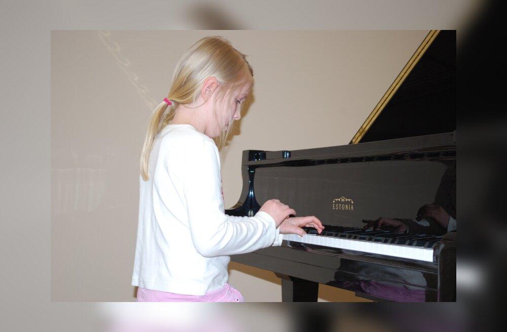 """Uus """"Estonia"""" klaver sai Sindis pidulikult vastuvõetud"""