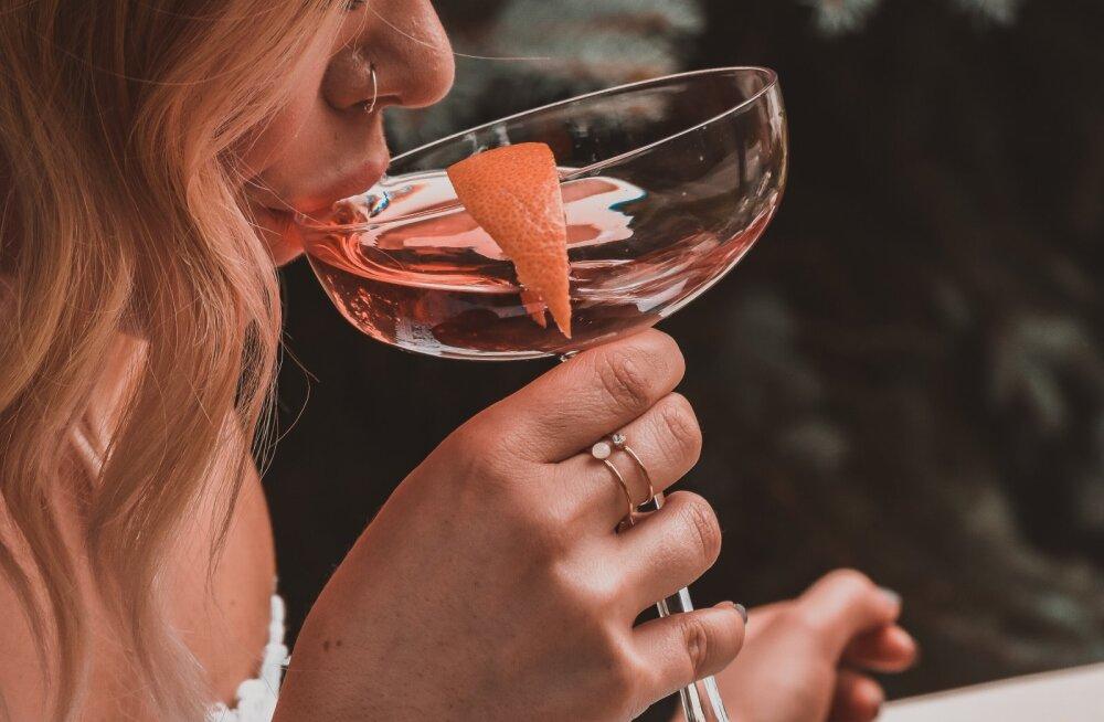 Eestlanna pihib: ma jätsin igasuguse alkoholi tarbimise maha ja ühiskond seda ei aktsepteeri