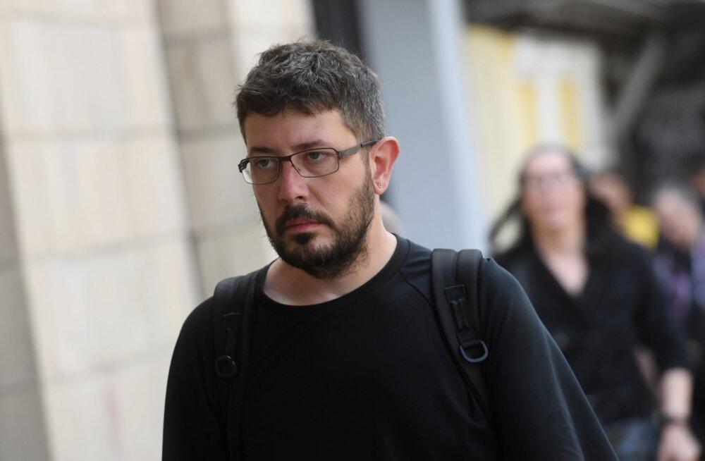 Артемий Лебедев заявил о решении покинуть Россию